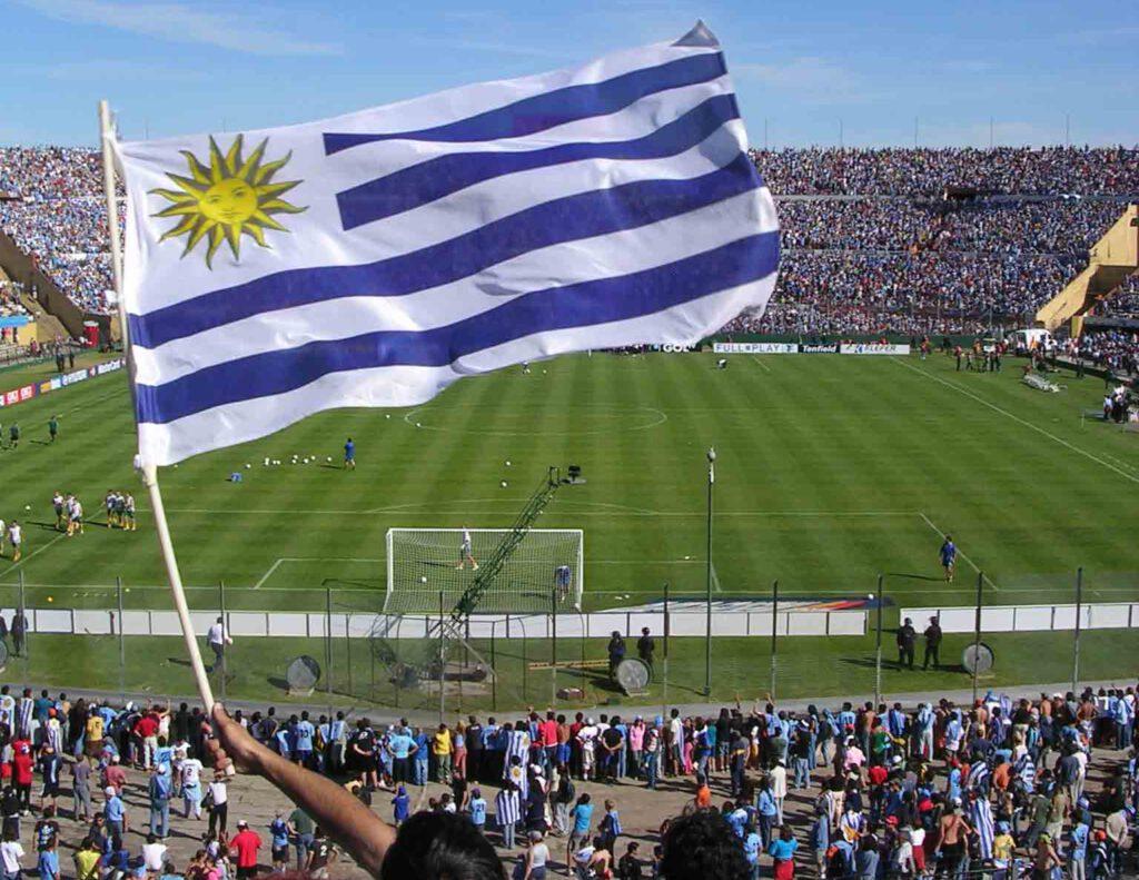 bandera uruguaya en Estadio Centenario de Montevideo